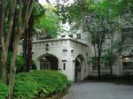 母校の校舎入口.jpg
